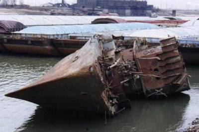 Low levels in Mississippi River expose sunken World War II ship